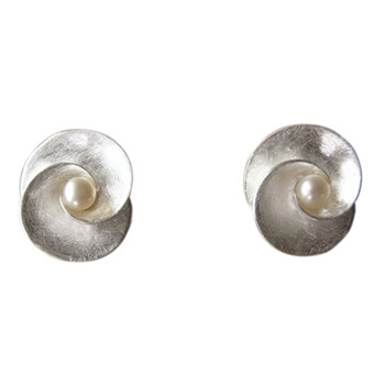 floraler Silberohrstecker, mit Perle, eismatt